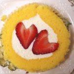 11月22日はローソンプレミアムロールケーキのいちごが2つ